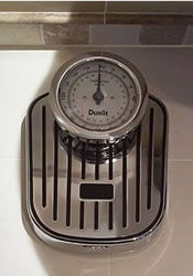 The Dualit Mechanical Bathroom Scale Has A Sleek And Ultra Modern Design Large Round Raised Dial Dual Display Up To 160kg 25st